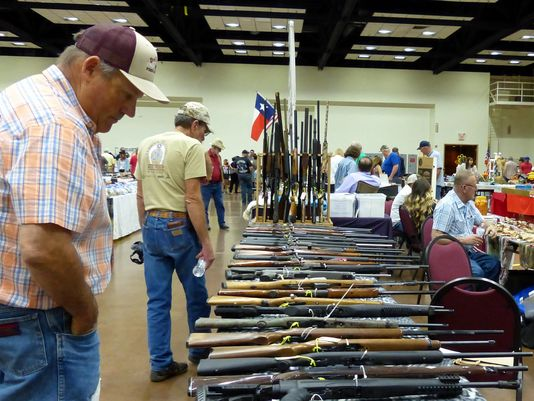 Noon Lions gun and collectible show draws shoppers to Ruidoso